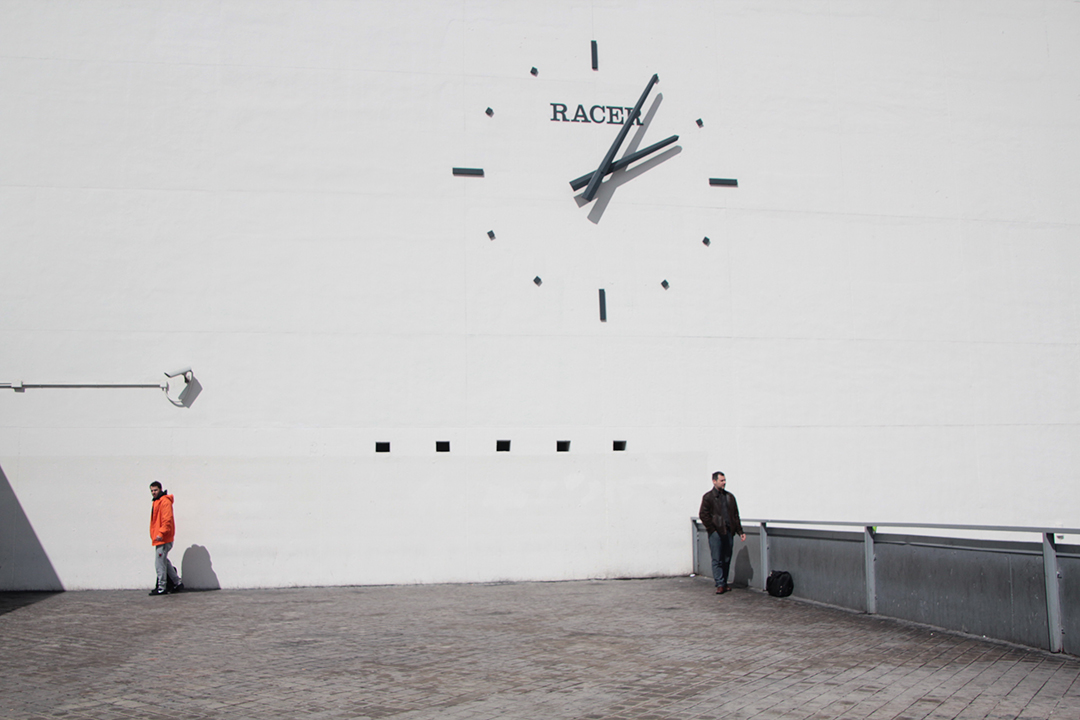 Real-Advertisement-Clock-Even-Reality-Los-No-Lugares-6