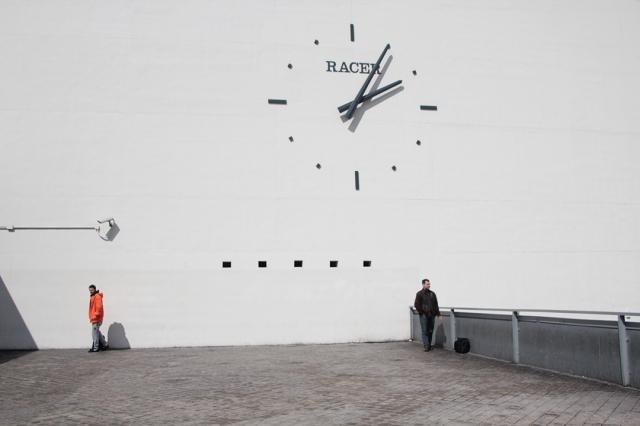 Real-Advertisement-Clock-Even-Reality-Los-No-Lugares-6