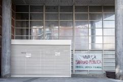 Centro de Salud 'V Centenario', San Sebastián de los Reyes 27 de agosto, 2020 Tras la confirmación de 9 casos positivos de Covid 19 entre el personal sanitario, la Consejería de Sanidad de la Comunidad de Madrid cierra de manera temporal el Centro de Salud 'V Centenario' de San Sebastián de los Reyes Más de 30 000 personas son reasignadas a otros centros.