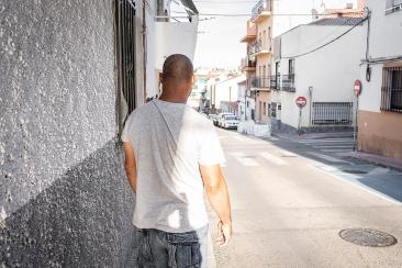 """Una calle de la zona centro de San Sebastián de los Reyes 24 de agosto, 2020 """"La verdad que estamos esperando algo del cielo para que se acabe esto, porque la vida no es como antes, con la mascarilla, con la distancia, con miedo Aunque lo hayan hecho las personas, esto puede ser que lo haya traído Dios para enseñarnos algo, para que pensemos en él, para que seamos buenos, para que no dejemos que sigan muriendo las personas como si fueran moscas en las guerras""""."""