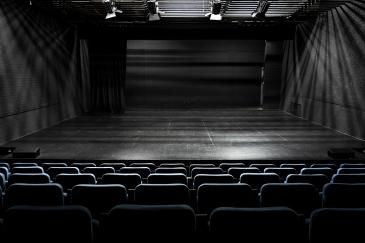 Pequeño Teatro, San Sebastián de los Reyes 16 de septiembre, 2020 Los teatros y auditorios siguen con el telón echado. Desde marzo, no ha tenido lugar ningún tipo de evento ni espectáculo. Aunque el Teatro Auditorio Adolfo Marsillach tiene previsto reanudar su programación en octubre.